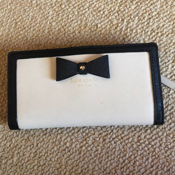kate spade Handbags - Small Kate Spade wallet